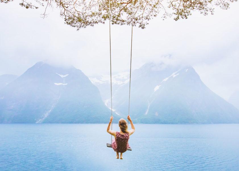 Samotność nie jest przeszkodą na drodze do szczęścia, można byćsamemu i jednocześnie byćszczęśliwym.